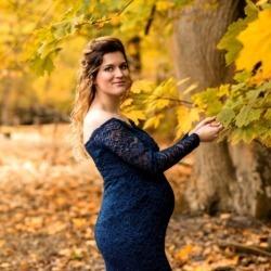 Fotografia kobiety w ciąży w lesie