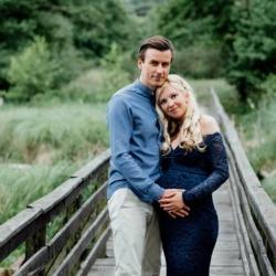 Fotografia kobiety w ciąży z mężczyzną