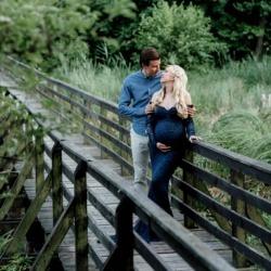 Kobieta w ciąży z partnerem