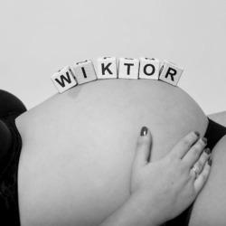 Literki na brzuchu mamy imię - Wiktor