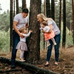 zabawy rodzinne w lesie