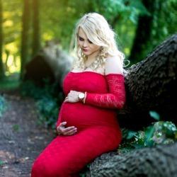 Sesja ciążowa czerwona sukienka