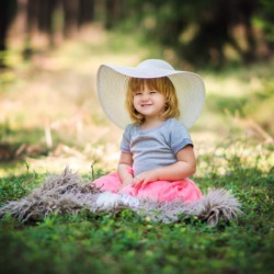 mala dziewczynka na fotografiach